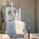 Presidente rinde homenaje a Abraham Lincoln y Benito Juárez en Washington